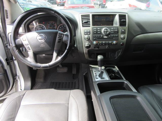 2015 Nissan Armada SV 13