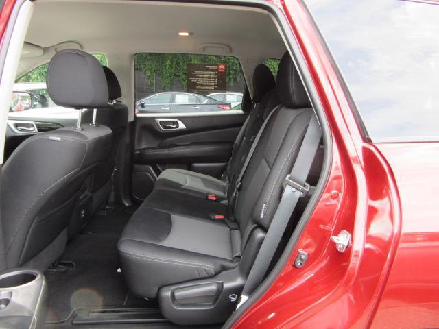 2018 Nissan Pathfinder S 11