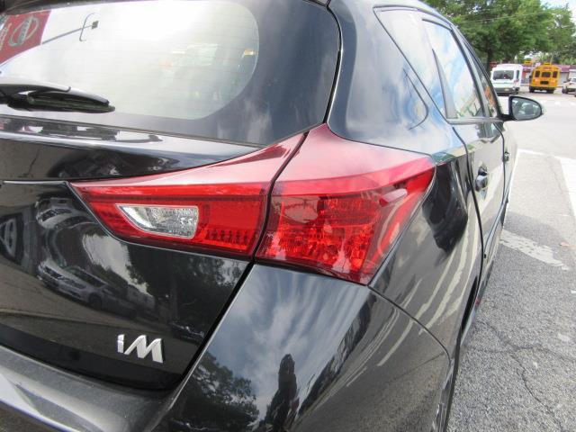 2017 Toyota Corolla Im CVT (Natl) 8