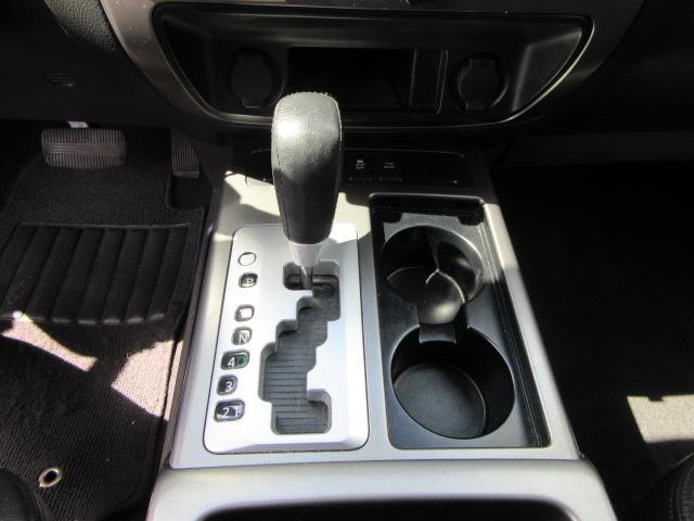 2015 Nissan Armada SV 23