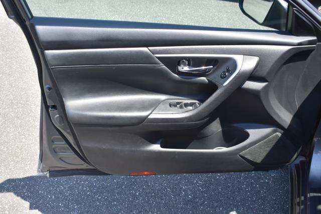 2016 Nissan Altima 2.5 SR 9