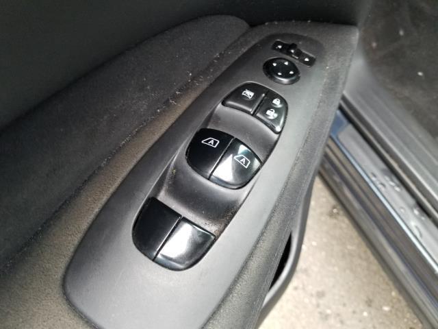 2015 Nissan Pathfinder SV 16