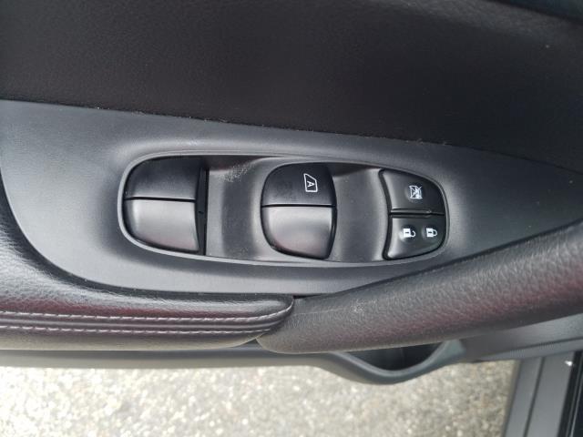2016 Nissan Rogue SL 15