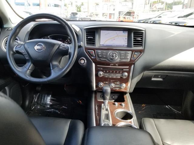 2016 Nissan Pathfinder Platinum 18