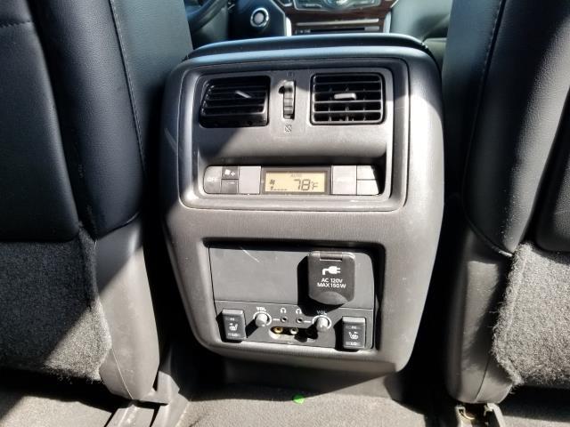 2016 Nissan Pathfinder Platinum 19