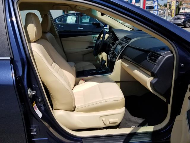 2016 Toyota Camry XLE 11