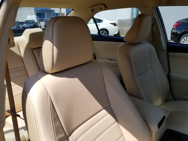 2016 Toyota Camry XLE 13