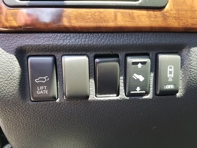2013 Nissan Armada SL 17