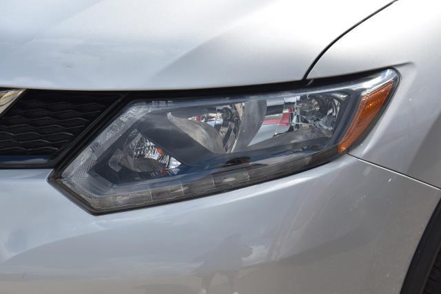2016 Nissan Rogue SL 8