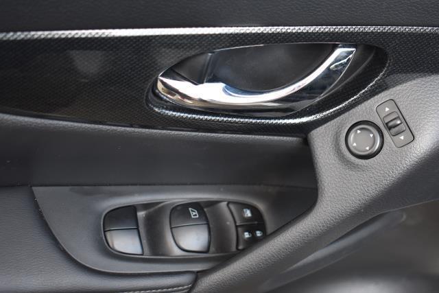 2016 Nissan Rogue SL 19
