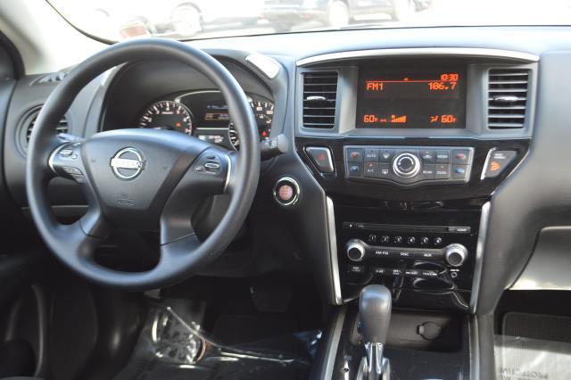 2014 Nissan Pathfinder S 17