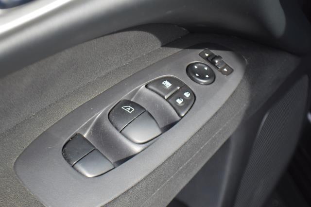 2014 Nissan Pathfinder S 18