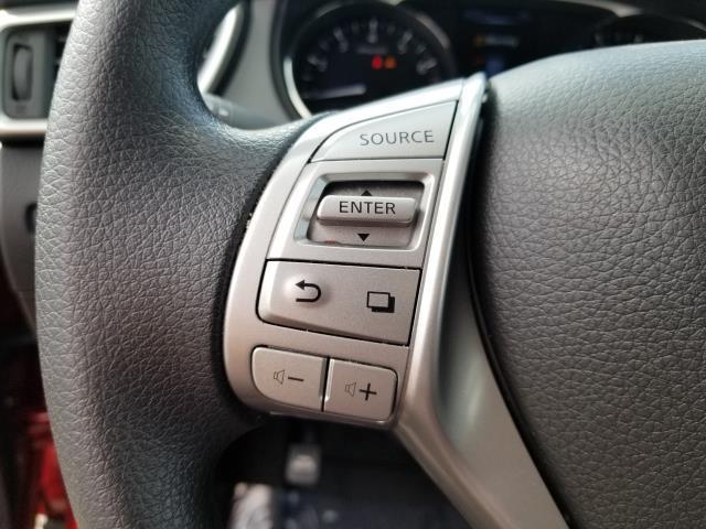 2016 Nissan Rogue S 20