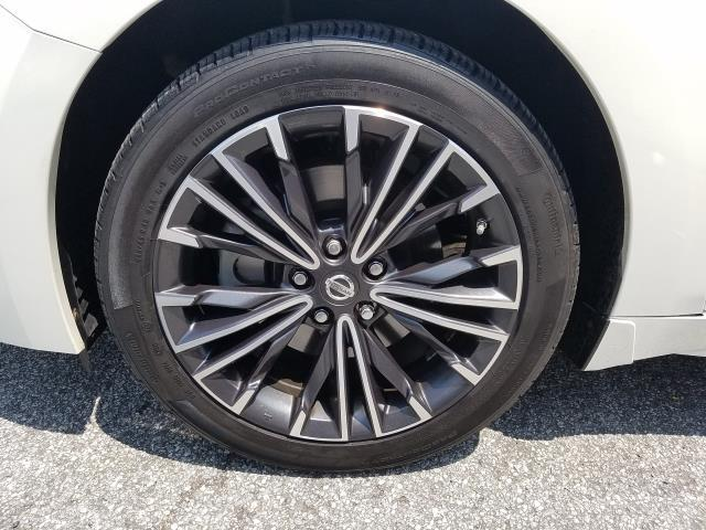 2017 Nissan Maxima Platinum 9