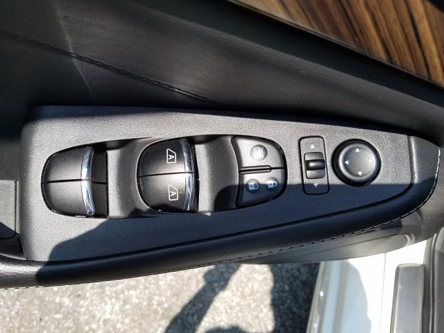 2017 Nissan Maxima Platinum 14