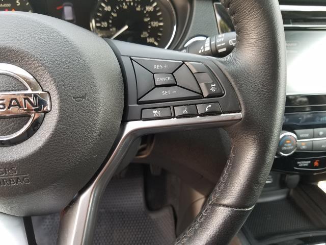 2018 Nissan Rogue SV 19