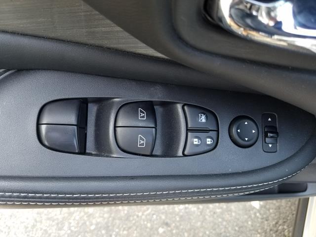 2016 Nissan Murano SV 14
