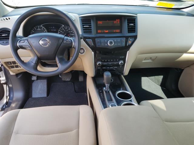 2016 Nissan Pathfinder S 11