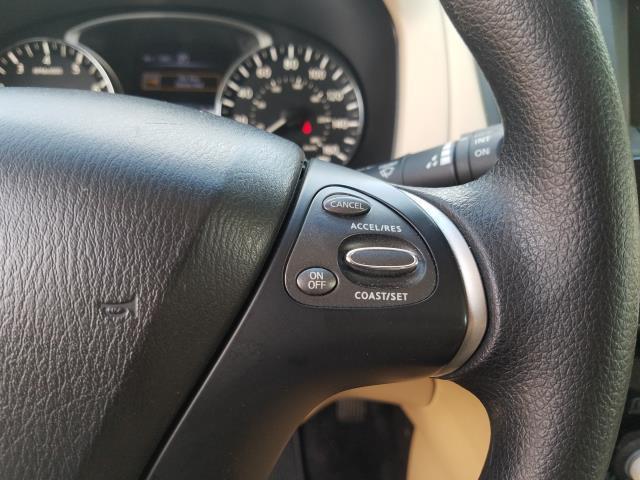 2016 Nissan Pathfinder S 16