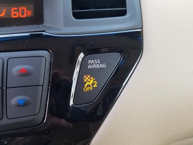 2016 Nissan Pathfinder S 23