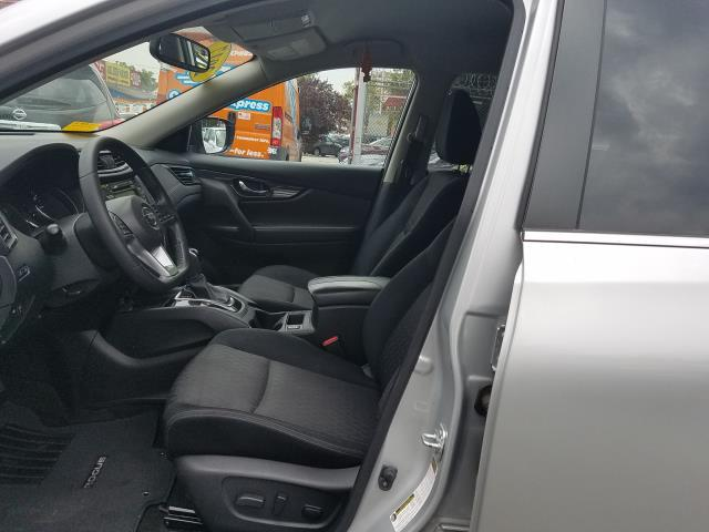2017 Nissan Rogue SV 8