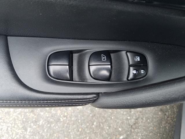 2017 Nissan Rogue SV 13