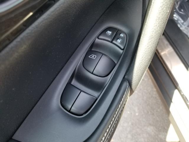 2017 Nissan Rogue SV 16