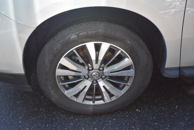 2017 Nissan Pathfinder SL 4