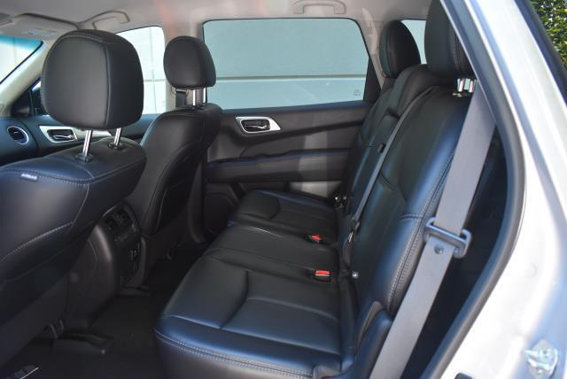 2017 Nissan Pathfinder SL 11