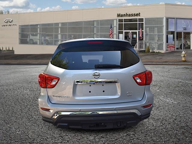 2017 Nissan Pathfinder SL 1