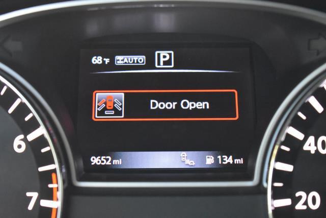 2017 Nissan Pathfinder SL 26