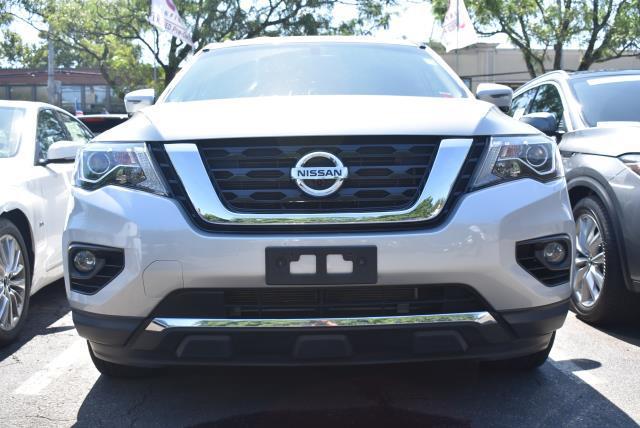 2017 Nissan Pathfinder SL 29
