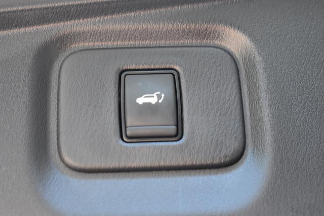 2017 Nissan Pathfinder SL 10