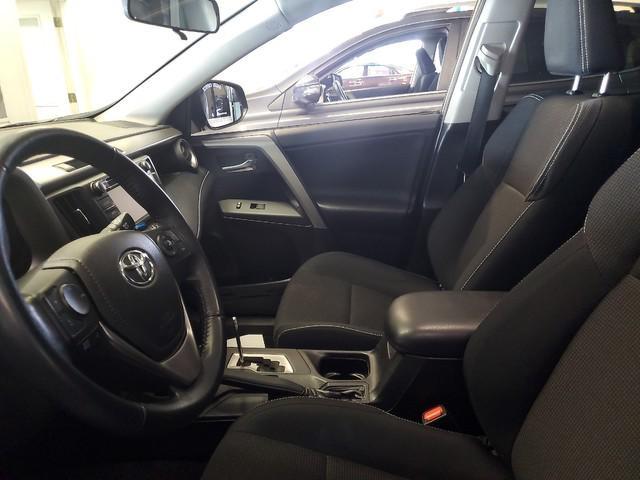 2016 Toyota Rav4 XLE 10