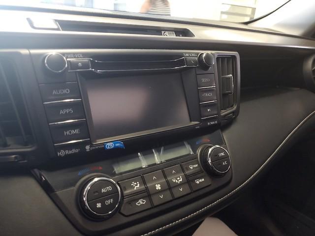 2016 Toyota Rav4 XLE 14