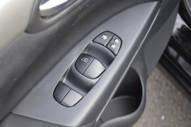 2016 Nissan Sentra S 16