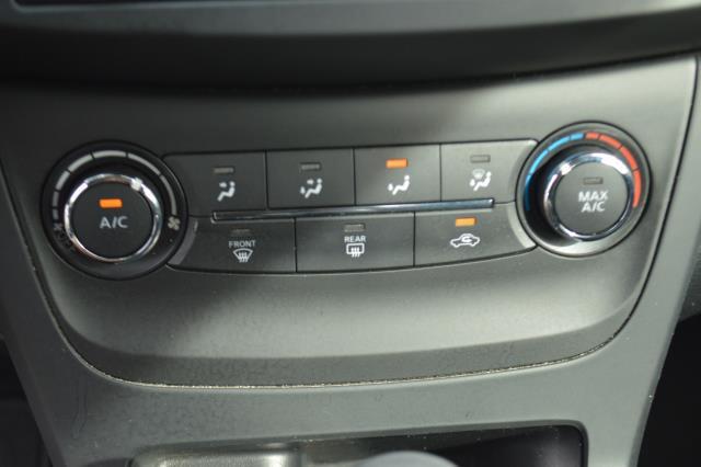 2016 Nissan Sentra S 19