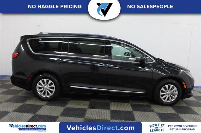 2018 Chrysler Pacifica TOURING L 4D Passenger Van Slide
