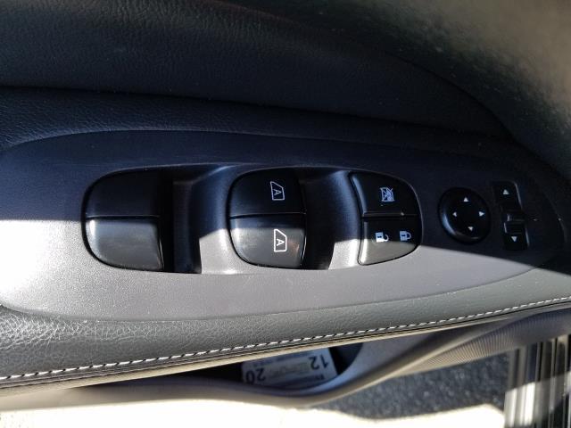 2016 Nissan Pathfinder SL 11
