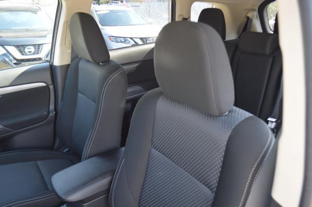 2016 Mitsubishi Outlander SE 10