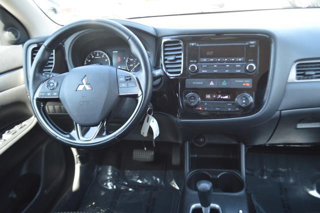2016 Mitsubishi Outlander SE 19