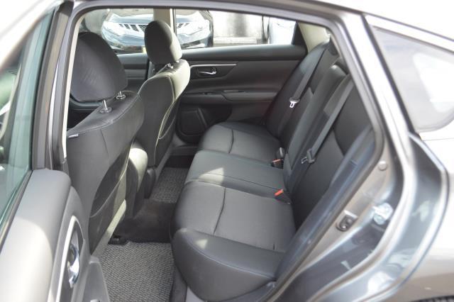 2017 Nissan Altima 2.5 SR 4
