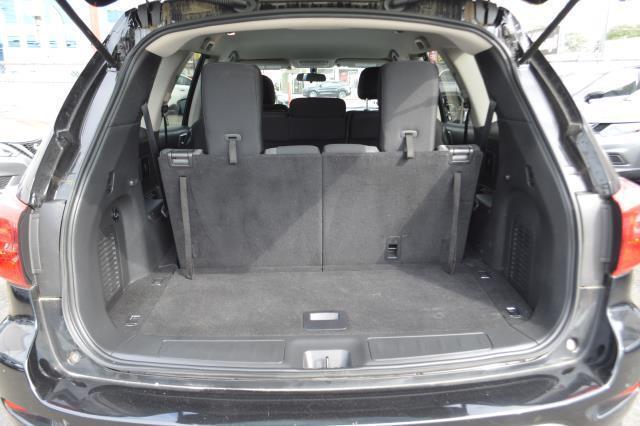 2017 Nissan Pathfinder S 14