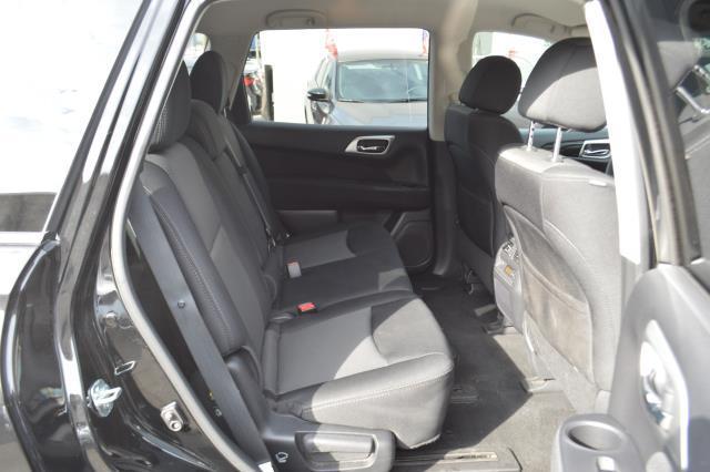2017 Nissan Pathfinder S 16