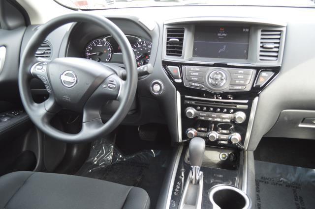 2017 Nissan Pathfinder S 20