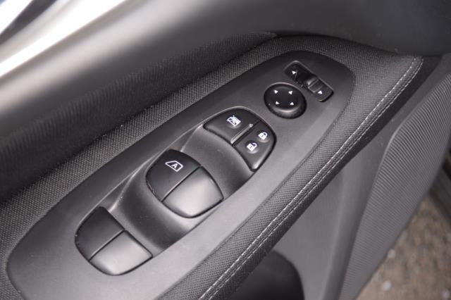 2017 Nissan Pathfinder S 21
