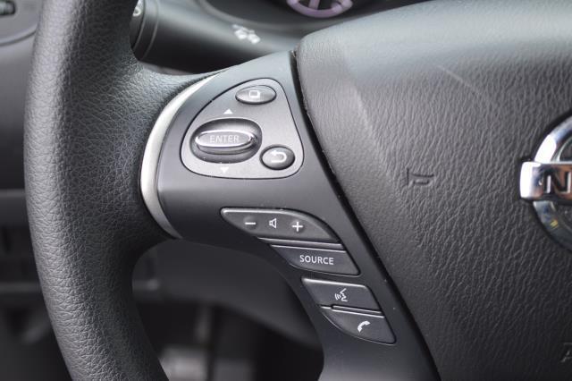 2017 Nissan Pathfinder S 22