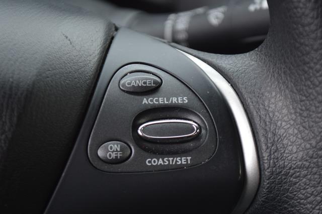 2017 Nissan Pathfinder S 23