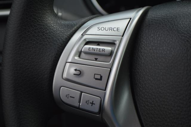 2016 Nissan Rogue S 19