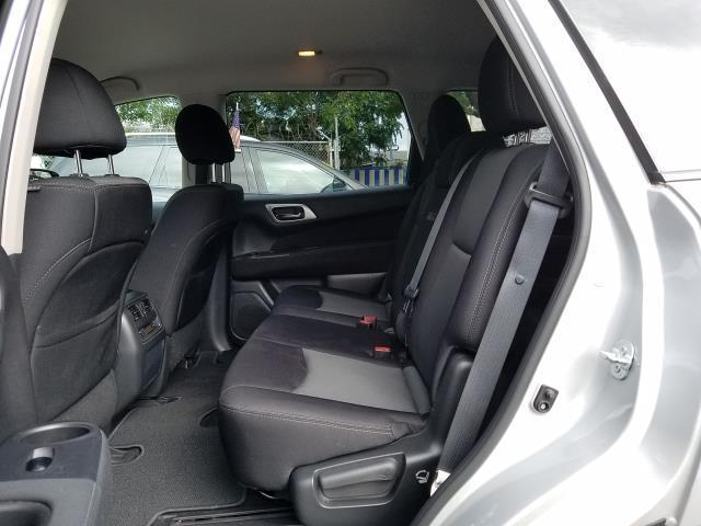 2017 Nissan Pathfinder S 9